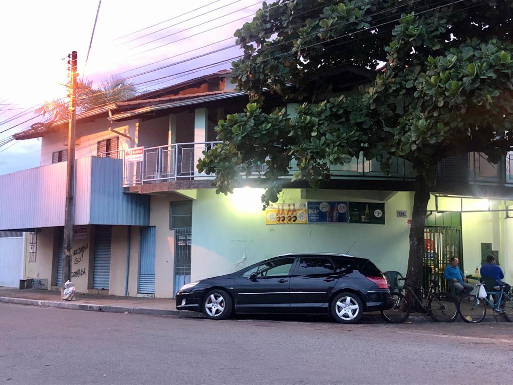 Apartamento Sobre Loja no Itaici