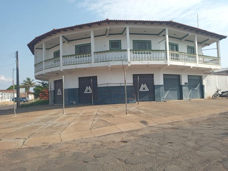 Apartamento sobre loja no Itaici II